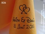 Eleg.-Kaffee-Servietten orange, bedruckt mit schwarzer Prägung und Hochzeits-Motiv: H26 (Doppelherzen)