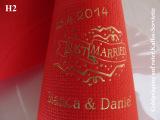 Eleg.-Kaffee-Servietten rot, bedruckt mit Goldprägung und Hochzeits-Motiv: H2 (Just married)