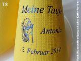 Eleg.-Kaffee-Servietten gelb, bedruckt mit Blaumetallicprägung und Tauf-Motiv: T8 (Priester/Taufbecken)